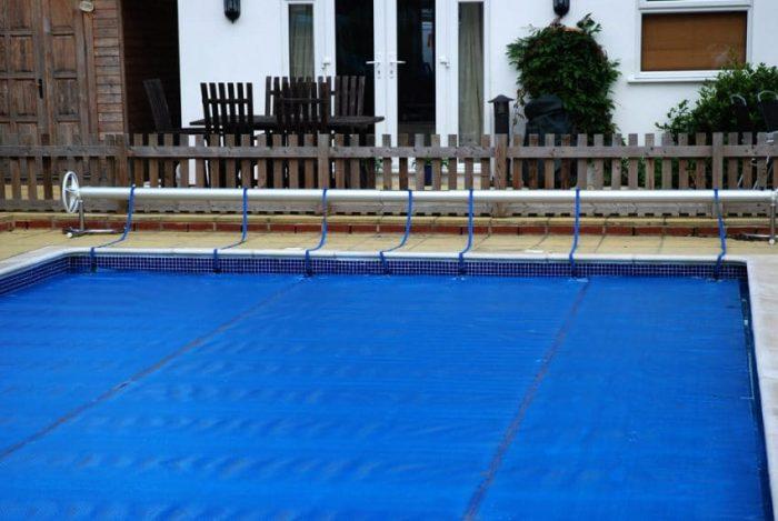manta-térmica-piscina-verano