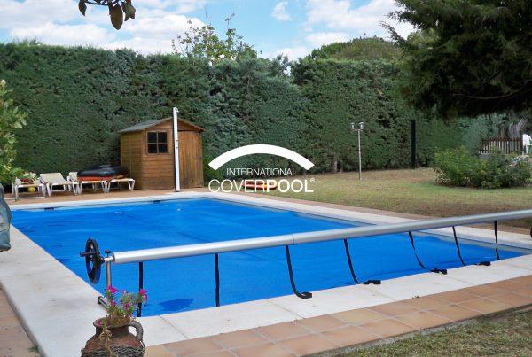 cubrir-piscina-en-verano
